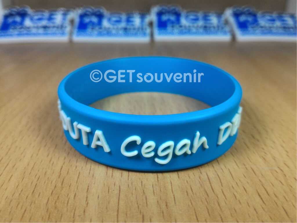 Gelang tulisan glow in the dark (before)